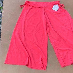 NWT body glove Capri pants / knee shorts S